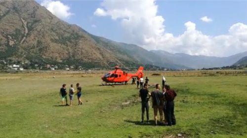 Punonte për pastrimin e kanalit vaditës, 56 vjeçari góditét nga një gur, dërgohet me urgjencë me helikopter në…