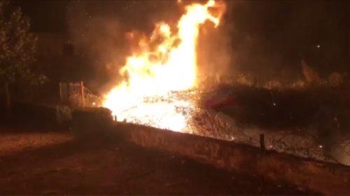 """Zjarri përfshin lagjen """"Nënë Tereza"""", rrezikohen banesat dhe shkolla 9- vjeçare…"""