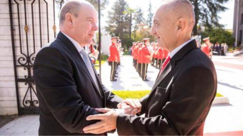 FOTO/ Princi i Monakos viziton për herë të parë Shqipërinë, pritet nga Presidenti Meta…