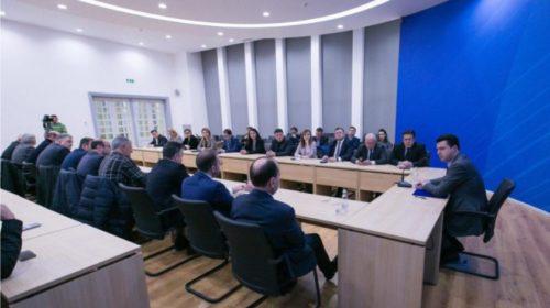 """""""Një antar, një votë për kandidatët për deputet e kryebashkiak"""", zbulohet propozimi i Bashës në mbledhjen e kryesisë së PD"""