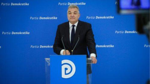 """VIDEO – """"Provë e rëndësishme për për funksionimin e pavarur"""", PD dorëzon në SPAK padinë për prishjen e Teatrit Kombëtar"""