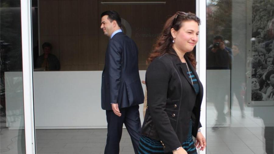 Basha takim privat me trojkën e ambasadorëve, të paktën kështu deklaron kryediplomatja amerikane në Tiranë