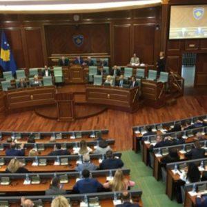 EMRAT – Katër zëvendëskryeministra dhe 15 ministra, prezantohet përbërja e qeverisë Hoti në Kosovë…