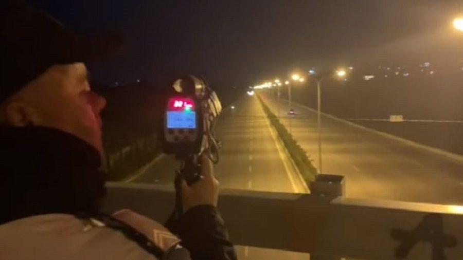 """VIDEO – Policia Rrugore """"bën namin"""" në fundjavë, vihen në prángá 18 shoferë, pezullohen 107 patenta…"""
