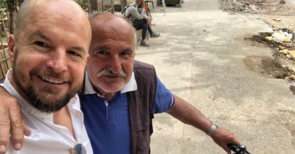 """FOTOLAJM – """"Ka njerez të mirë ky vend…"""", pas kéqtrájtimit nga policia dje, Alfred Lela merr një lajmë të mirë sot…"""