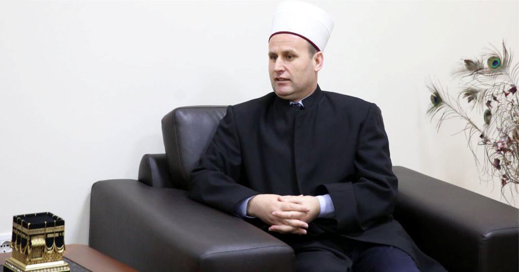 """VIDEO – """"Falja nëpër xhami…"""", mesazhi i kryetarit të KMSH-së Bujar Spahiu me rastin e festës së Fitër Bajramit…"""