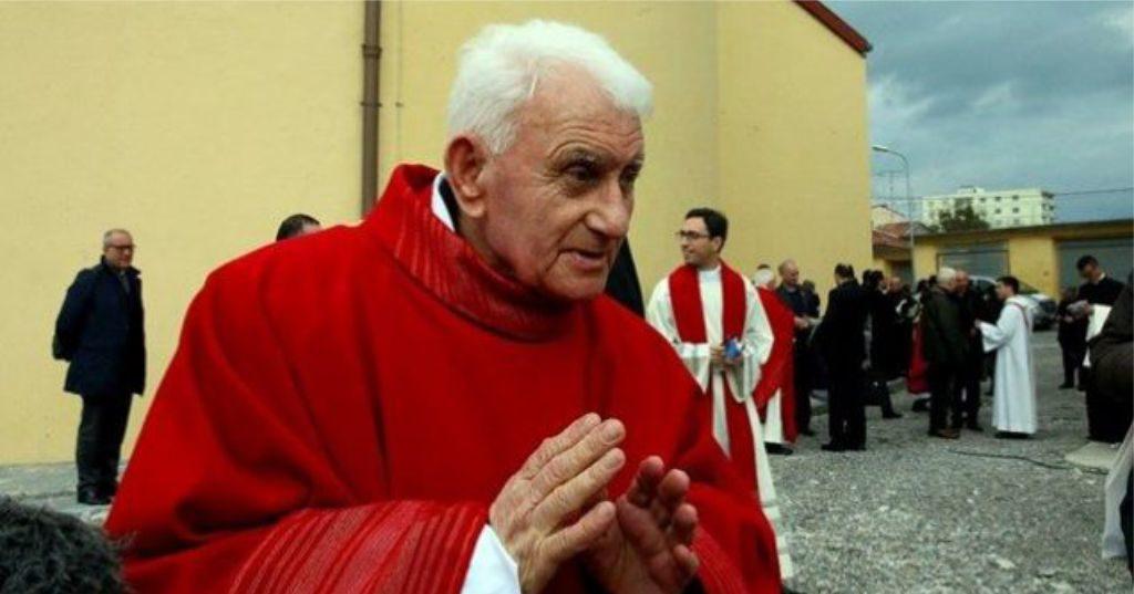 """VIDEO – """"Dita për të treguar dashurinë për Zotin"""", Kardinal Ernest Troshani Simoni uron Fitër Bajramin…"""