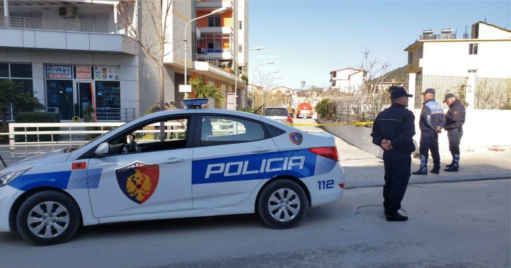 Jetonte vetëm, gjendet i pajetë në ballkonin e shtëpisë 63 vjeçari, polici jep detajet e ngjarjes së rëndë…