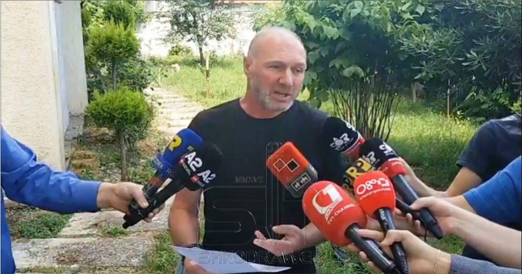"""VIDEO – """"Më larguan nga drejtimi i ekipit të vajzave, gati të punoj edhe pa rrogë…"""", flet për mediat Artan Kalaja…"""