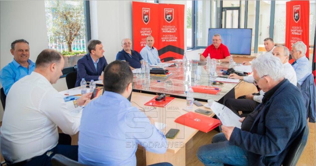 Mblidhet Komiteti Ekzekutiv i FSHF-së, ja vendimet e rëndësishme që mori para rifillimit të sezonit futbollistik