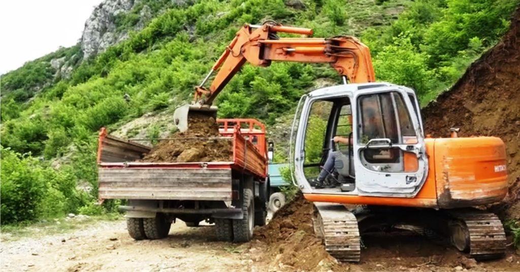 VIDEO – Vazhdon puna për rehabilitimin e mirëmbajtjen e rrugës së Dukagjinit në Shkodër…
