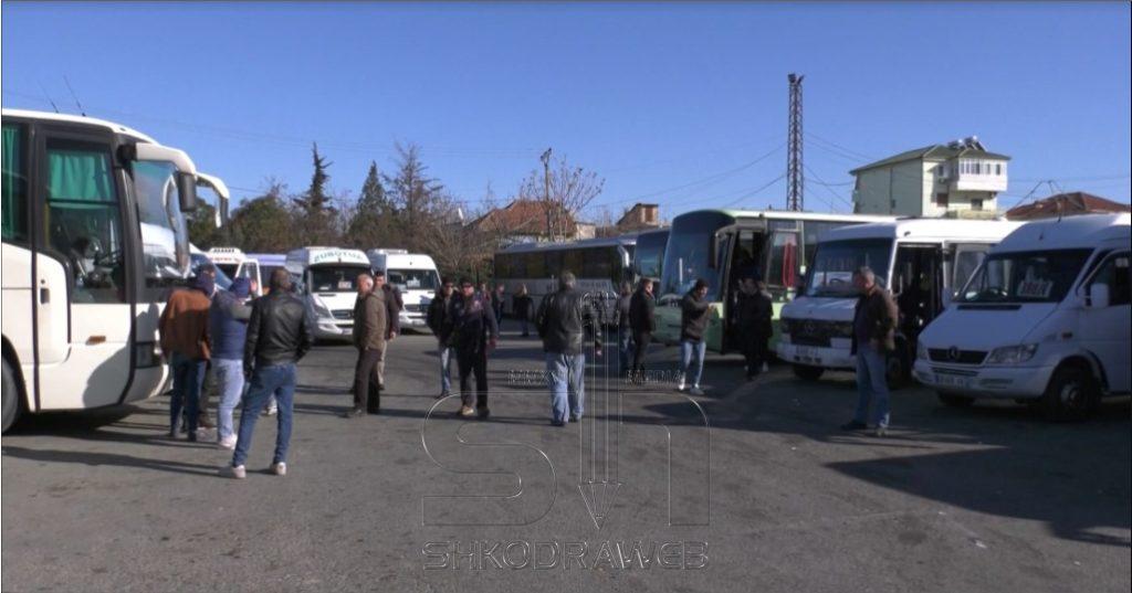Shoqatat e Transportit kërkojnë rifillimin e aktivitetit, prótèstë para Ministrisë të hënën me 6 kerkesa konkrete