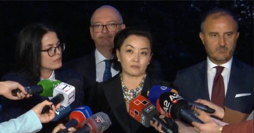 """VIDEO – """"Reforma Zgjedhore në përputhje me rekomandimet e OSBE/ODIHR"""", ambasadorja amerikane Kim flet për mediat"""